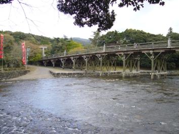 Ce sanctuaire se trouve à 4 kilomètres du geku. pour y aller soit la